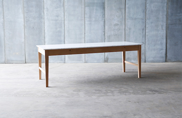 Spisebord Egetræ & Carrara Marmor