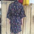 Kimono blomster mørkeblå back